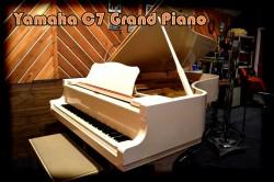 yamaha-c72 piano